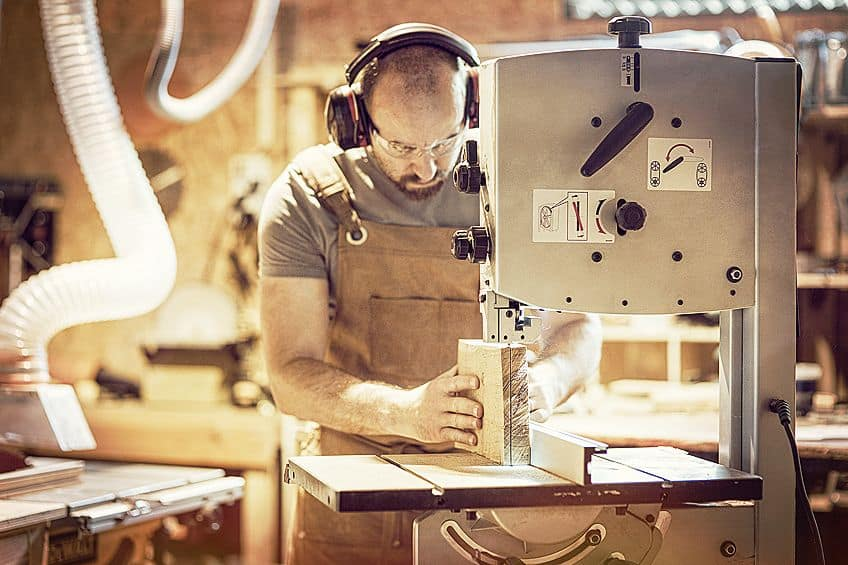 Using the Best Benchtop Bandsaw