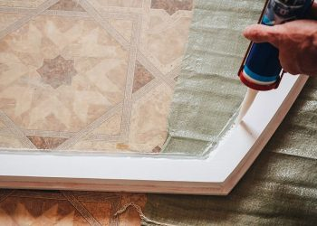 Best Glue for Glass to Wood